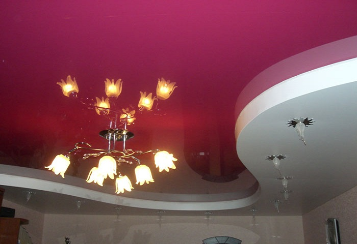 Натяжные потолки в комнате СПб