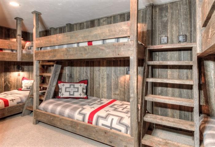 Фактурный натяжной потолок в спальне хостела - современный и уютный вариант отделки