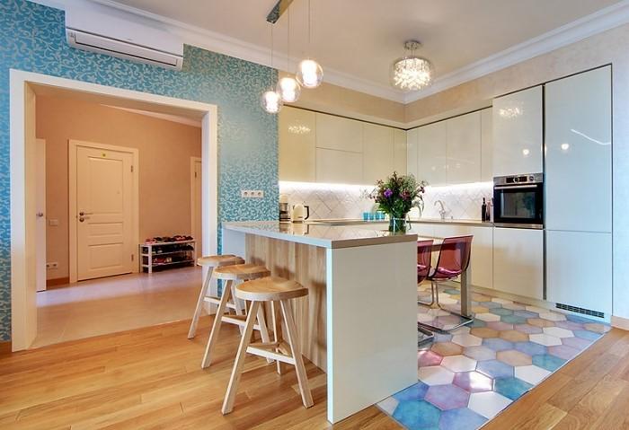 Натяжной потолок на общей кухне в хостеле