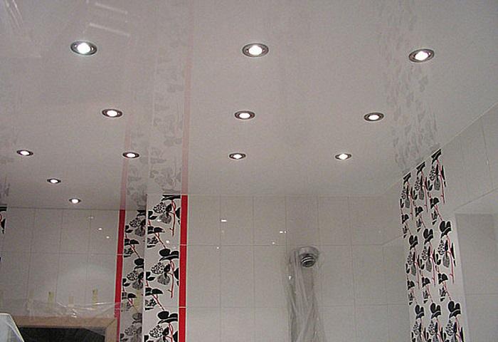 Натяжные потолки в туалете СПб
