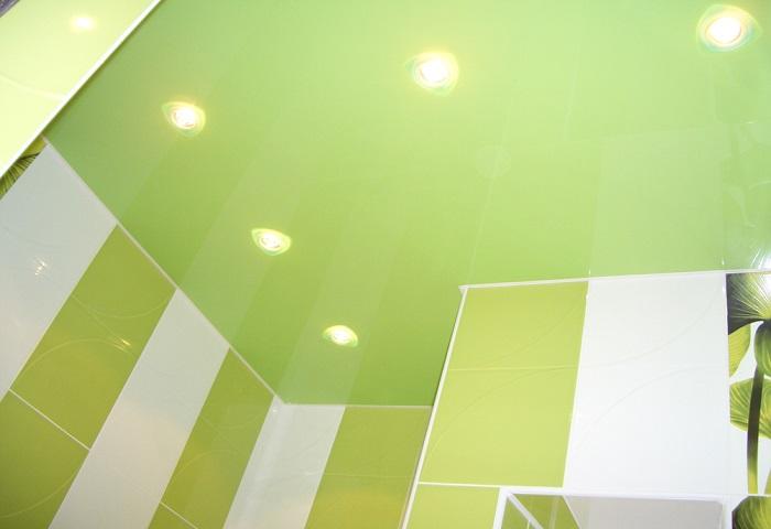 Натяжной потолок в ванной СПб
