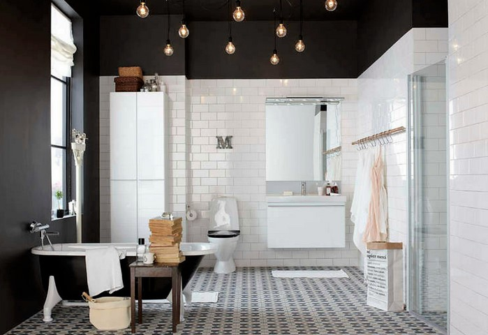 Черный глянцевый натяжной потолок в ванной
