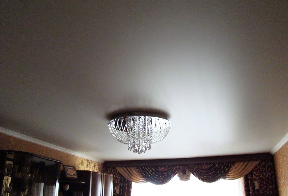 Сатиновый потолок с перламутровым свечением