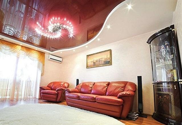 Глянцевый цветной натяжной потолок в 3 комнатной квартире