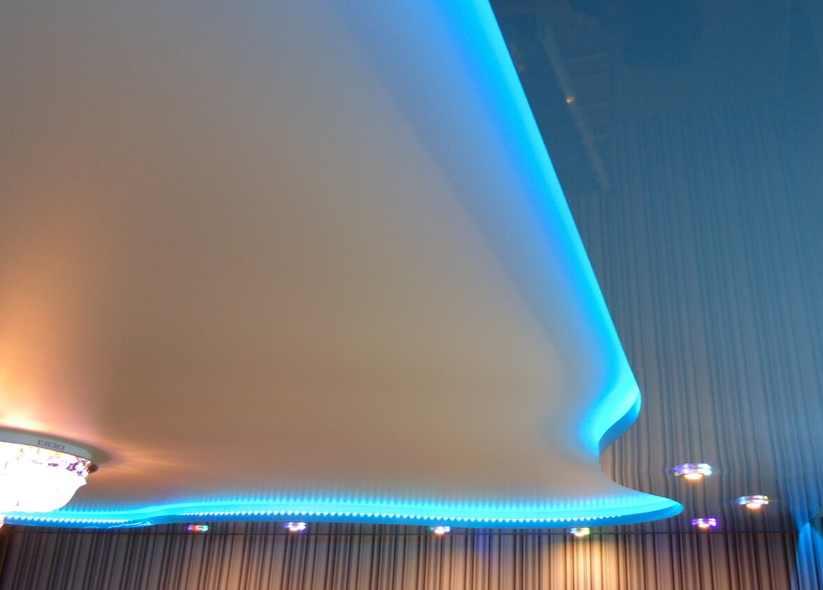 Натяжной потолок с подсветкой горелово