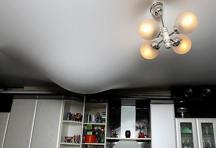 Натяжной потолок в новостройке фото