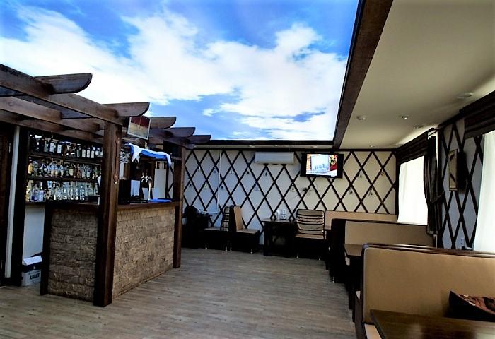 """Натяжной потолок с фотопечатью """"Небо"""" в кафе"""