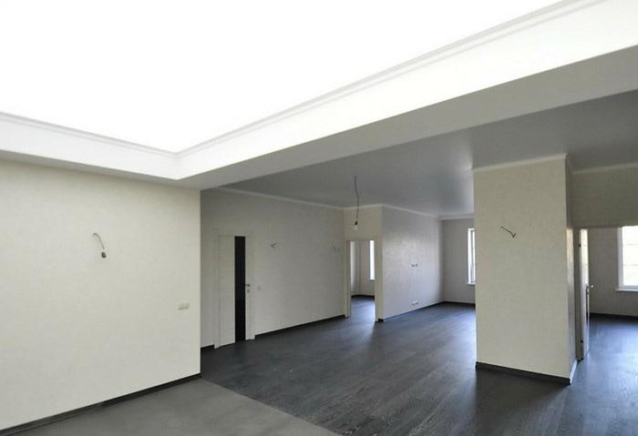 Светопропускные натяжные потолки в офисе