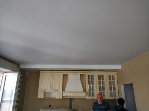 Натяжной потолок на кухне, результат