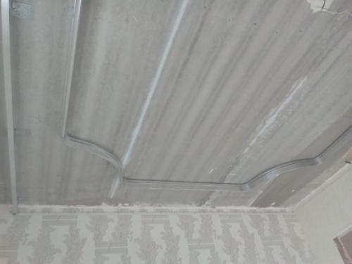 Резной потолок с тремя видами подсветки, монтаж