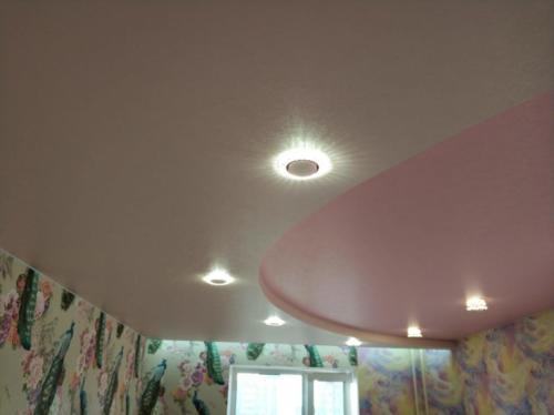 Цветной двухуровневый потолок с подсветкой, результат
