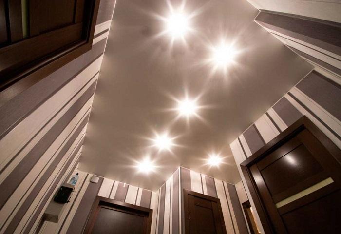 Натяжные потолки в коридоре СПб