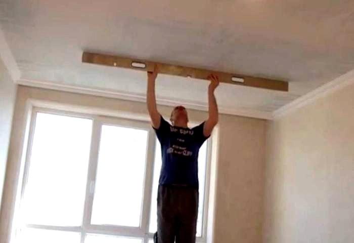 Штукатурка потолка под правило СПб