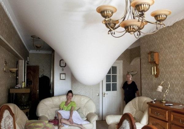 Затопление натяжного потолка соседями сверху